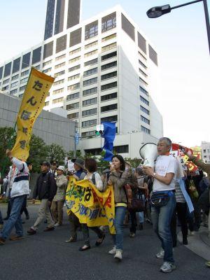 東電前のデモ